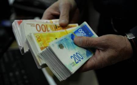 السلطة تُفاوض حكومة الاحتلال على عدم إجراء أي خصومات على أموال المقاصة