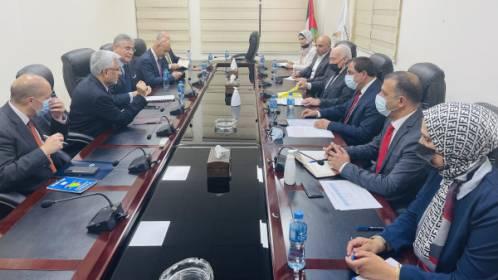 وزير المالية يبحث مع البنك الدولي سبل تعزيز التعاون المشترك وإعادة إعمار القطاع