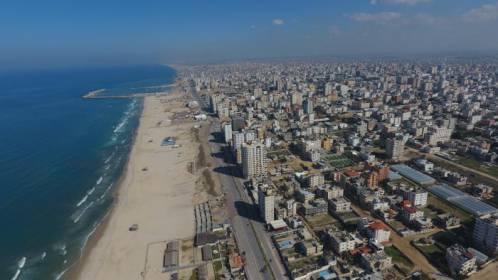 """هآرتس: لهذا السبب تتخذ إسرائيل إجراءات تخفيف """"محدودة"""" عن غزة"""
