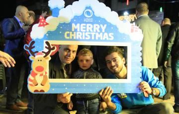 بالصور - بالتل تشارك في فعاليات اضاءة شجرة عيد الميلاد المجيد