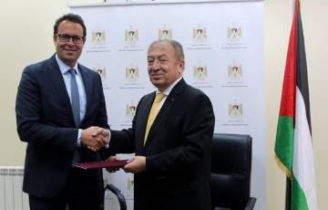 وزارة الاقتصاد الوطني و بنك فلسطين يوقعان مذكرة تفاهم