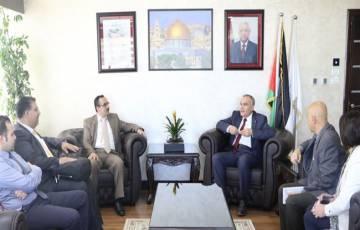 """طلال أبو غزالة تقدم تقريرها النهائي لمشروع """"التقيد باللوائح التنظيمية"""""""