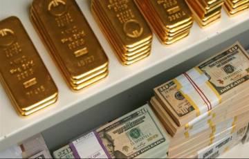 """""""تفوق بايدن"""" يرفع أسعار الذهب ويدفع الدولار للهبوط.. لماذا؟"""