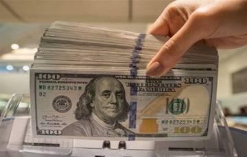 مؤشر الدولار لا يزال ضعيفاً أمام العملات الأخرى