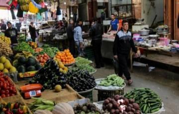 محلل اقتصادي: تأثيرات سلبية ستلحق بالاقتصاد الفلسطيني حال استمرار انخفاض سعر الدولار