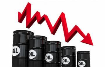 انخفاض أسعار النفط العالمية ومخاوف من تراجع الطلب