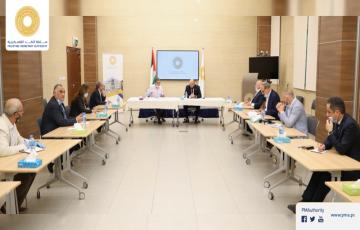 محافظ سلطة النقد يلتقي وفداً من اتحاد جمعيات رجال الأعمال الفلسطينيين