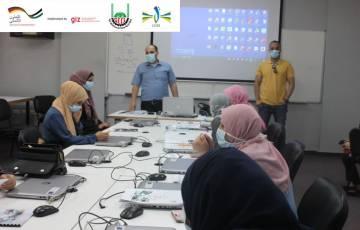 غرفة تجارة وصناعة محافظة غزة تطلق برنامجا تدريبيا متخصصا في مجال صيانة الهواتف الذكية