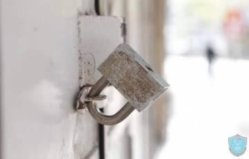 الشرطة والأجهزة الأمنية تغلق 40 محل تجاري لعدم الالتزام بالتعليمات في سلفيت
