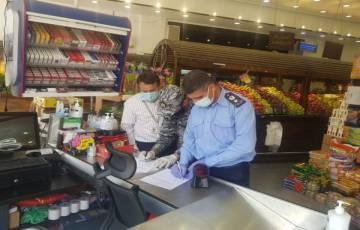 طولكرم: إغلاق 25 محل تجاري وتحرير 24 مخالفة لعدم التزامهم بالطوارئ