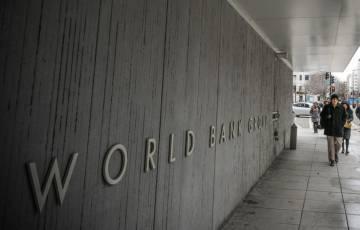 البنك الدولي: الحمل يهدد النساء بالفصل من العمل في 38 دولة