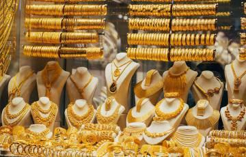 الذهب يهبط بفعل ارتفاع الدولار والأنظار على التضخم