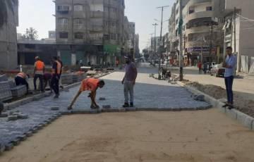 بالصور: بلدية غزة تشرع بإجراء صيانة مؤقتة للشوارع المتضررة من العدوان