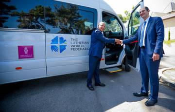 """القدس: بنك فلسطين يتبرع بحافلة لنقل مرضى لمستشفى """"المطلع"""""""